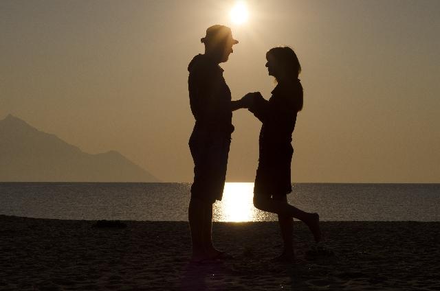 夫婦になってもキスをしよう!愛情表現だけじゃない、キスの驚きの効果とキス専用グロスのすすめ!
